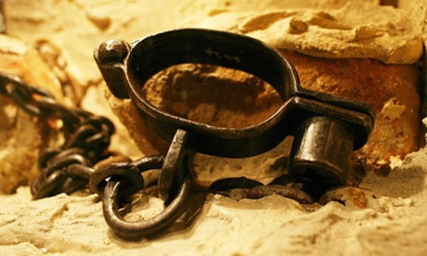Slave-trade-shackles-001